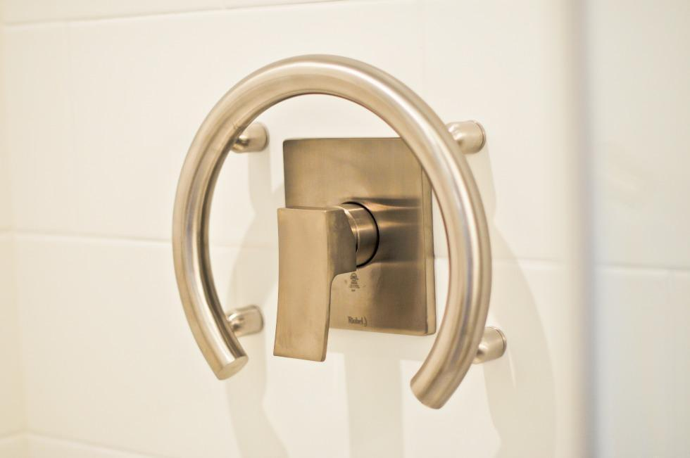 Reliable Accessible Bathroom Renovation Ottawa – Accessible Shower