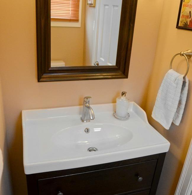Structure Bathroom Renovation Ottawa – Porcelain Sink